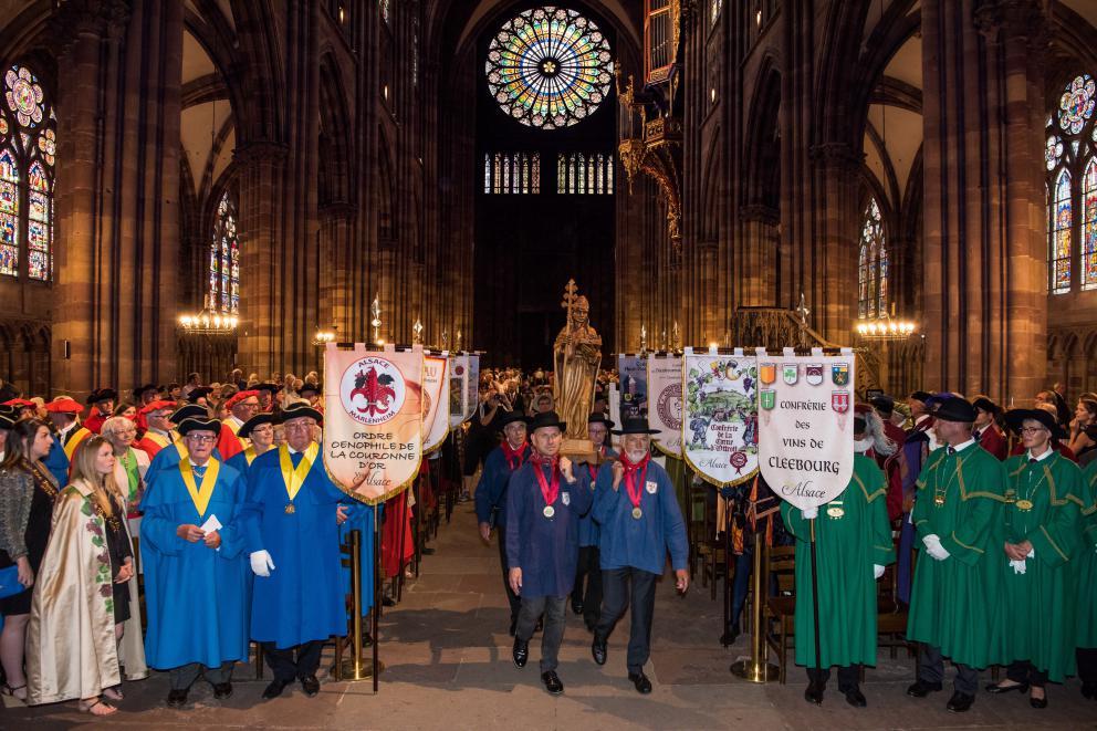 Strasbourg: Procession of the Confréries viniques d'Alsace