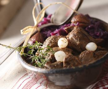 Red cabbage with apples and chestnuts