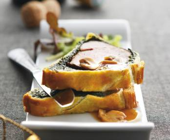 Beef tenderloin in puff pastry with spinach