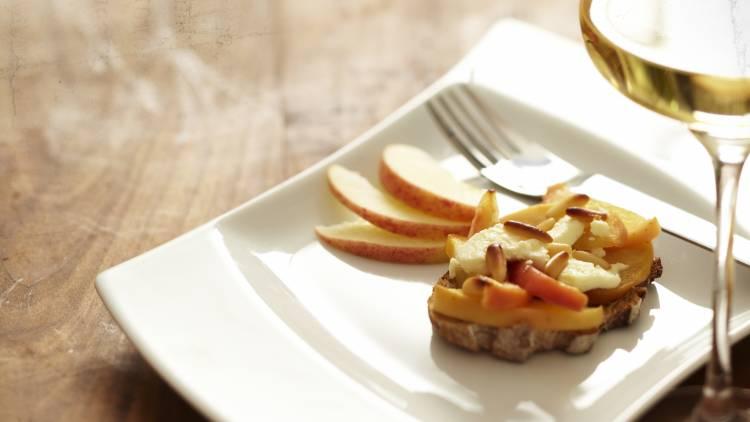 tartine de chèvre aux pommes et au miel